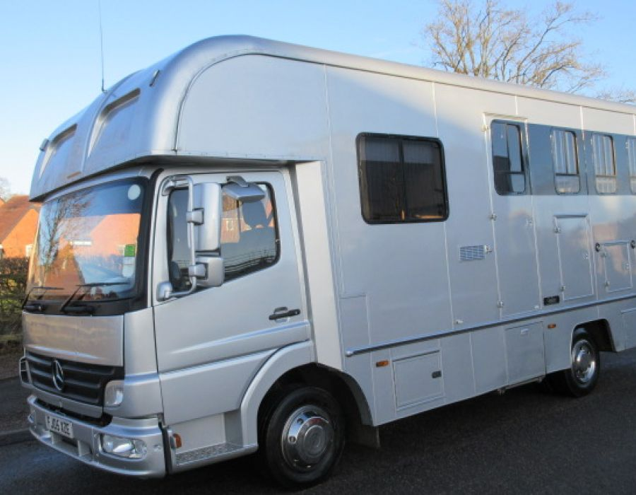 Ref 427 2005 Mercedes Benz 7.5 ton Coach built by Oakley horse boxes. £19,995